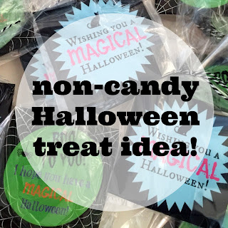 Looking for a Halloween treat for school parties?  How about a non-candy Halloween treat that's easy to find, quick to make, and fun to give?  I've got something you are going to love PLUS a free printable Halloween tag!