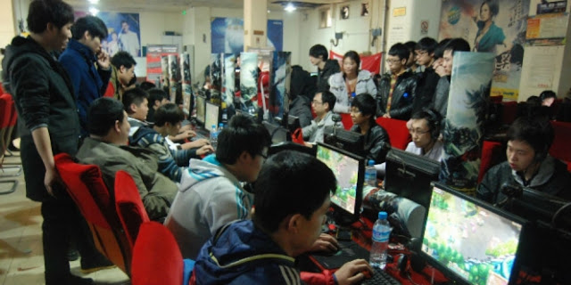 Remaja Tewas Kesetrum Kabel Data yang Menancap di Komputer