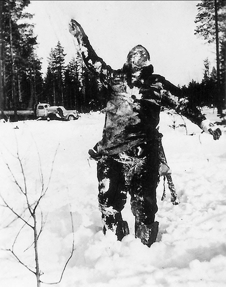 Body of frozen Soviet soldier propped up by Finnish fighters to intimidate Soviet troops, 1939.