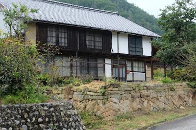 長野県生坂村の古民家カフェ ひとつ石 母屋