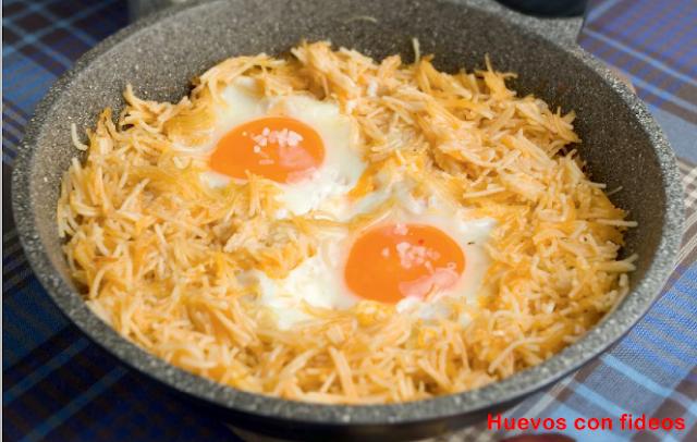 huevos con fideos