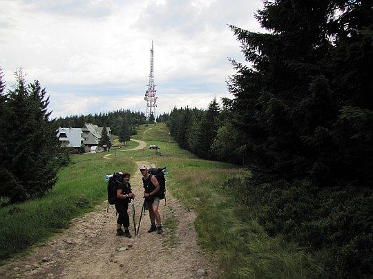 Przehyba (1173 m n.p.m.) i Schronisko PTTK na Przehybie (1150 m n.p.m.).