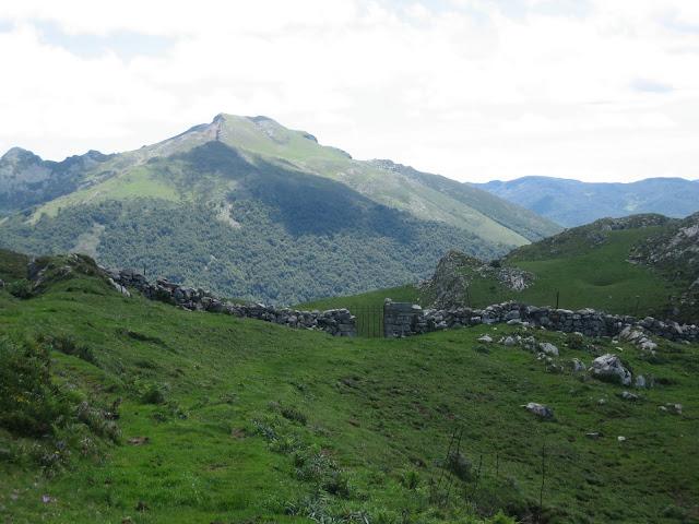 Rutas Montaña Asturias: Portillo de Tarambico, en la senda del Arcediano, camino al Canto Cabronero