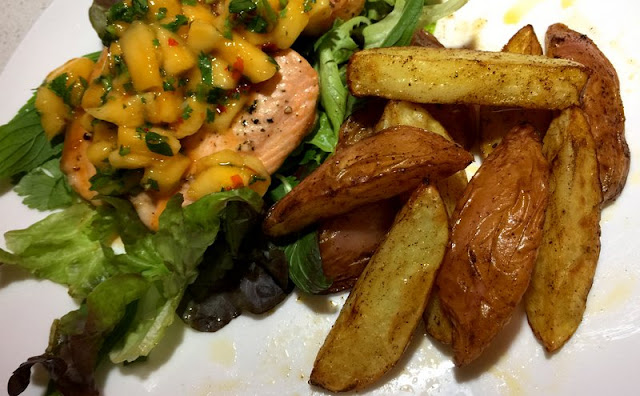 Salmon steak with Philips Airfryer chips