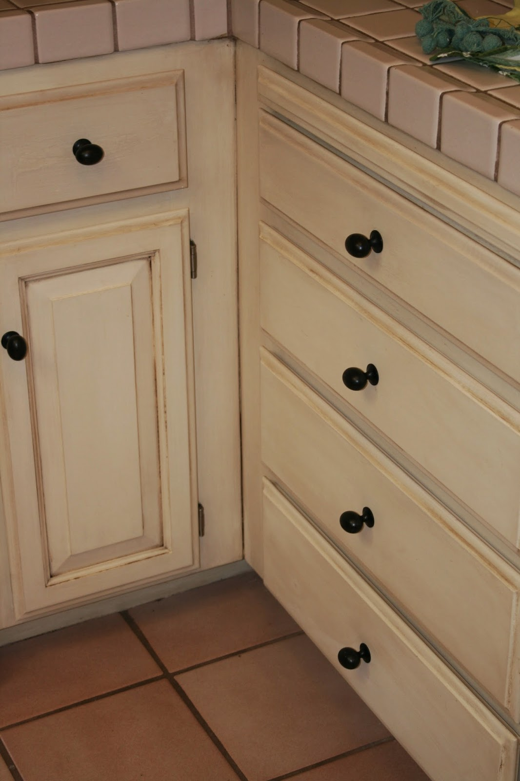 What To Clean Grease Off Kitchen Cabinets How To Clean Grease Off Kitchen Cabinets