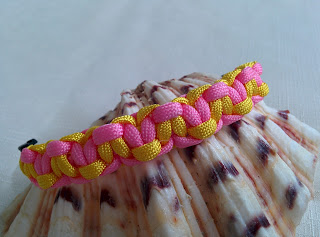 Two-colored paracord bracelet