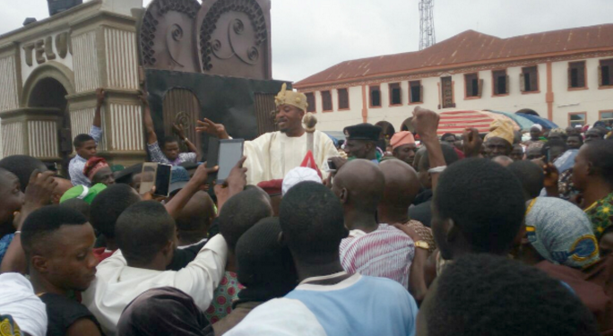 thugs attack oluwo iwo palace