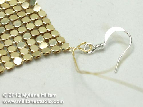 The excess wire has been formed into a wire wrapped loop above the glow mesh square.