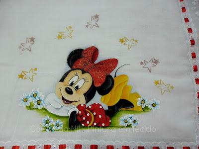 Minnie deitada pintura em fralda para menina