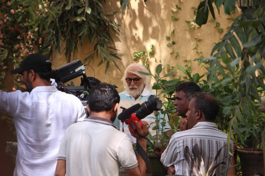 Amitabh Bachchan Shooting for '102 Not Out' Movie