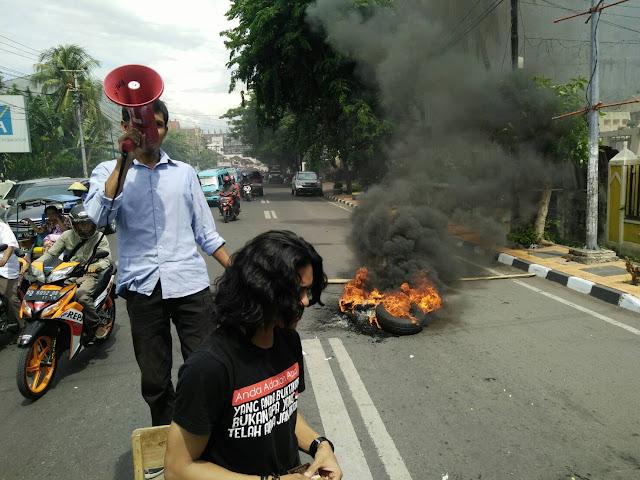 Unjuk Rasa Menyebabkan Kemacetan di Depan UPRI