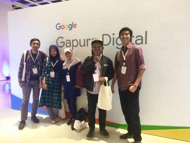 Rombongan menyempatkan untuk mengabadikan kehadiran di acara Gapura Digital 2017