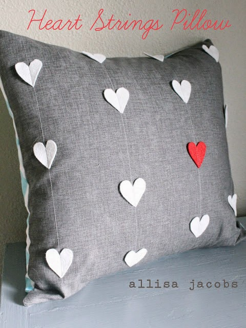 cojin con corazones para San Valentin