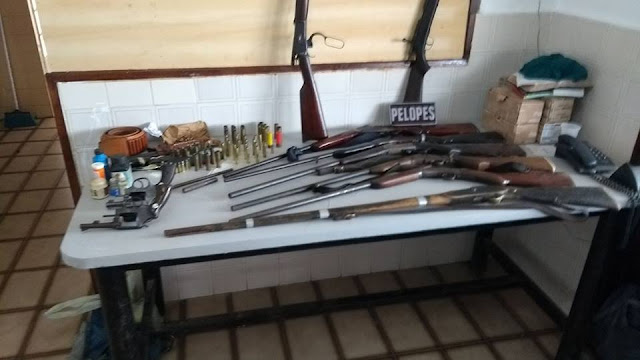 Em Mata Grande, três pessoas foram presas e dez armas apreendidas no povoado Morro Vermelho, zona rural do município