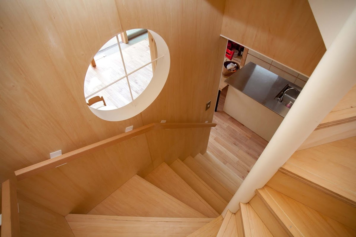 10-Staircase-Mizuishi-Architects-Atelier-Light-and-Airy-House-in-Japanese-Architecture-www-designstack-co