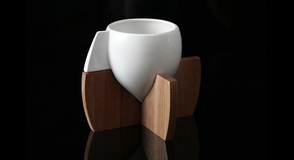 Taza con base de madera