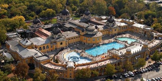Visita aos banhos termais Széchenyi