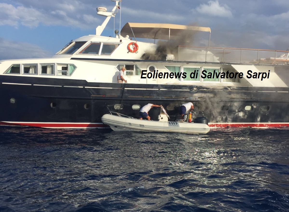 Eolie news fiamme su uno yacht a panarea a bordo in 15 for Il canotto a bordo degli yacht