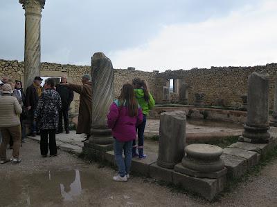 Turistas en Volubilis