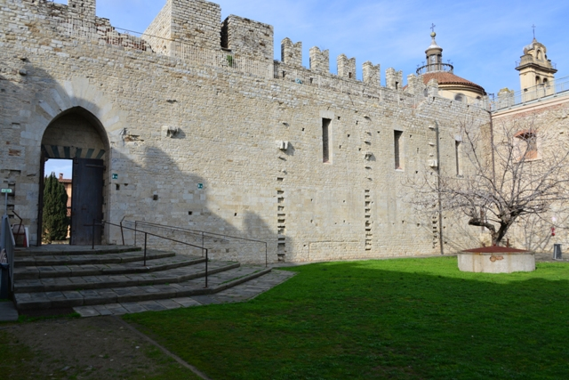PRATO-CORTILE-INTERNO-CASTELLO