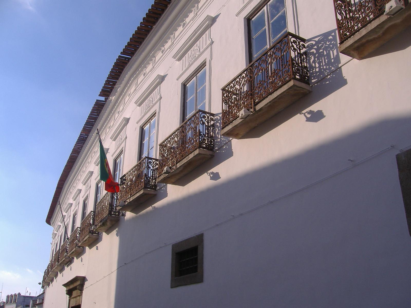 151920fc1a1 O Museu do Relógio de Serpa inaugurou ano passado uma extensão em Évora.  São cerca de 400 relógios que passam a estar expostos no Palácio Barrocal