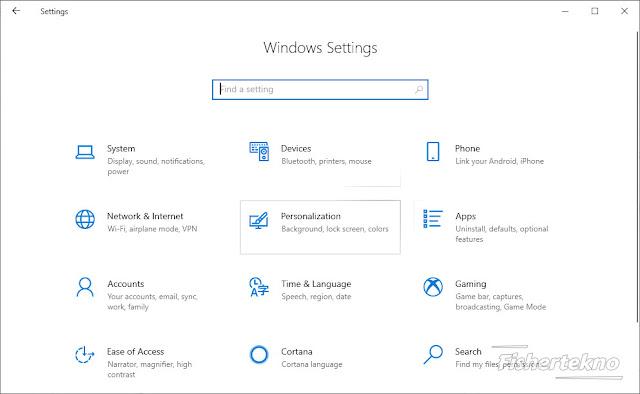 Buka pengaturan Windows lalu klik Personalization