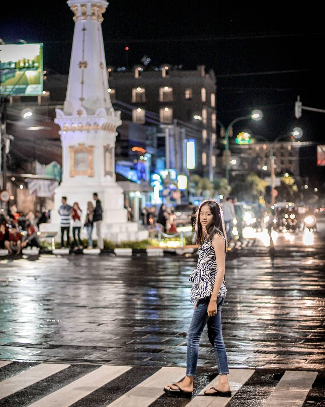 Tugu Jogjakarta - Syahdunya Malam Hari Di Kota Istimewa