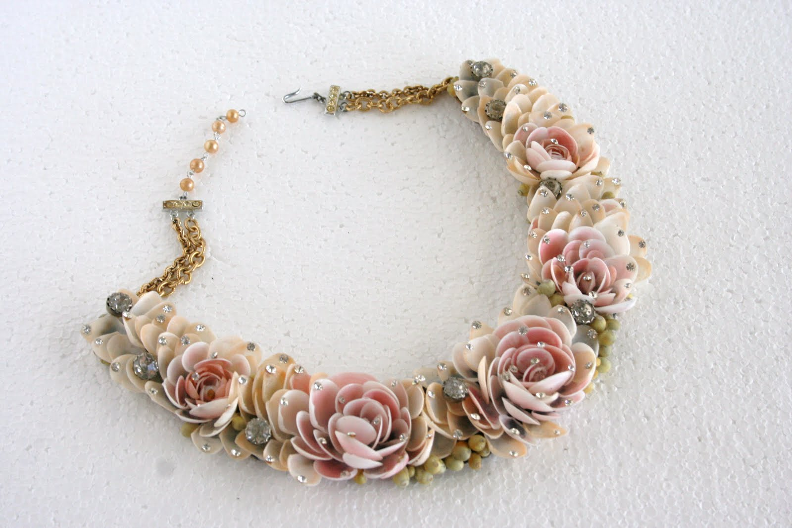 Retro Betty Vintage Jewelry Shell Necklaces