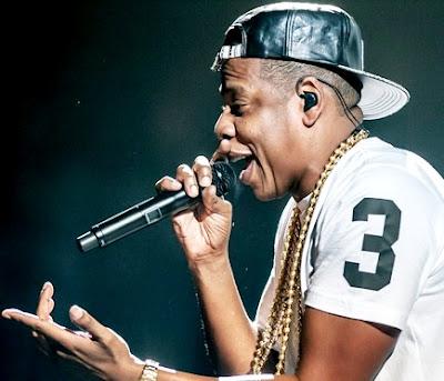 Foto de Jay-Z cantando de perfil