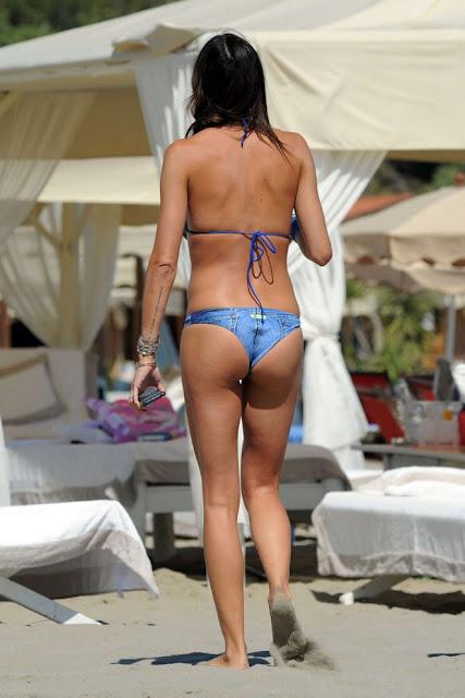 Elisabetta Gregoraci in Bikini at the beach in Forte dei Marmi
