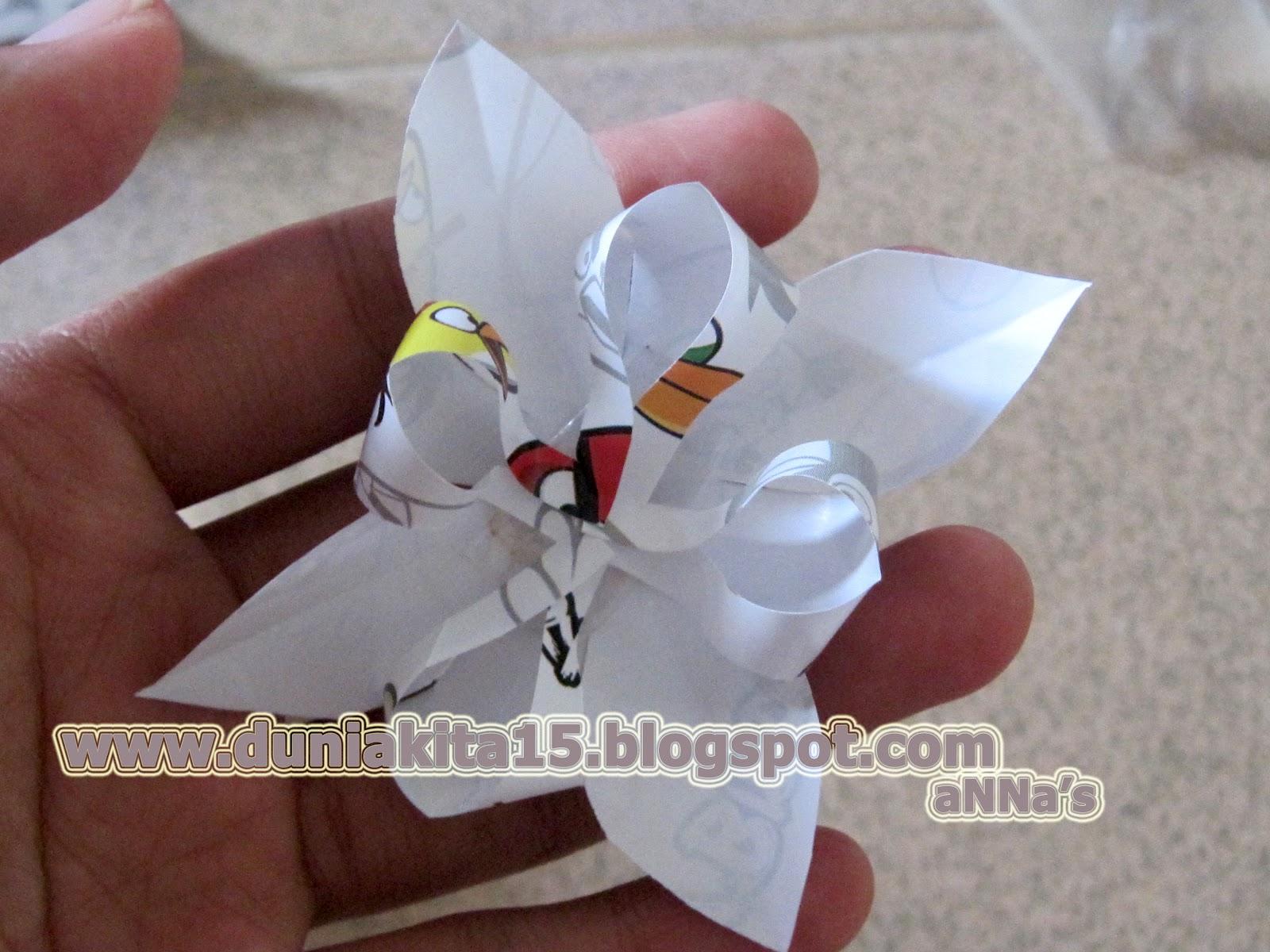 Dunia Kita  Kreasi Kado  Cara Membuat Hiasan Bunga Dari Kertas 94622d5734