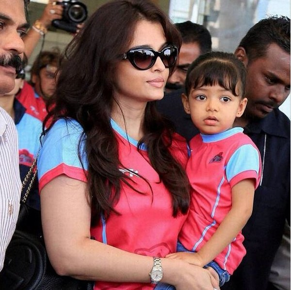 Aishwarya rai daughter public photo with daughter Aradhya