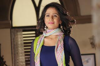 Fenil Umrigar berperan sebagai Gauri