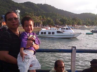 tempat wisata honeymoon terindah di lombok nurul sufitri social media mom blogger writer traveloka traveling pelabuhan padang bai bali