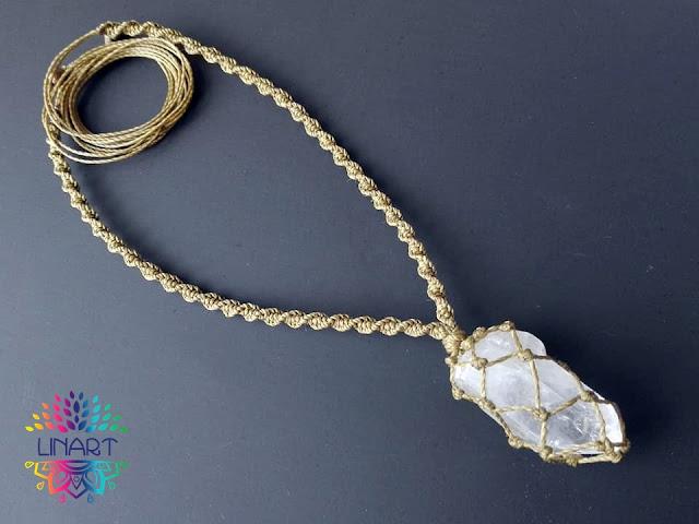 Kryształ górski w oliwkowym sznurku
