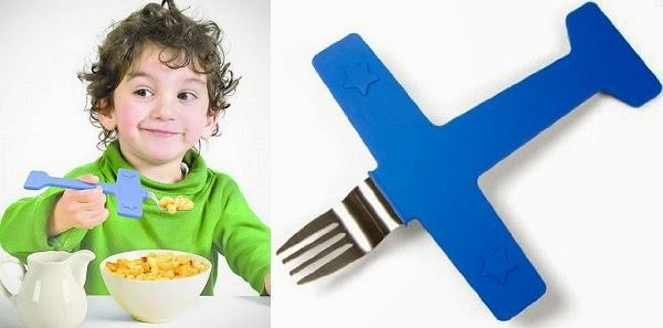 Avión tenenedor, el juguete más eficaz para conseguir dar de comer a tus hijos