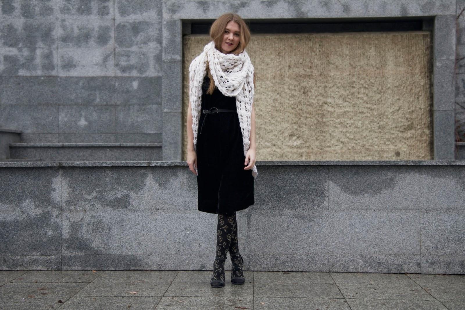 welurowa sukienka vintage na sylwestra