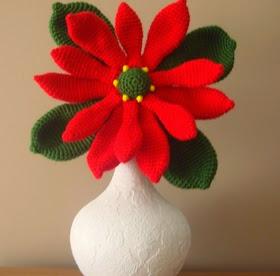 http://amigurumilacion.blogspot.com.es/2014/12/flor-de-navidad-crochet.html?m=0