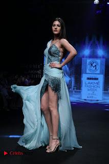 Actress Amyra Dastur Walk On Ramp for Designer Karn Malra at LFW Summer 2017  0009.jpg