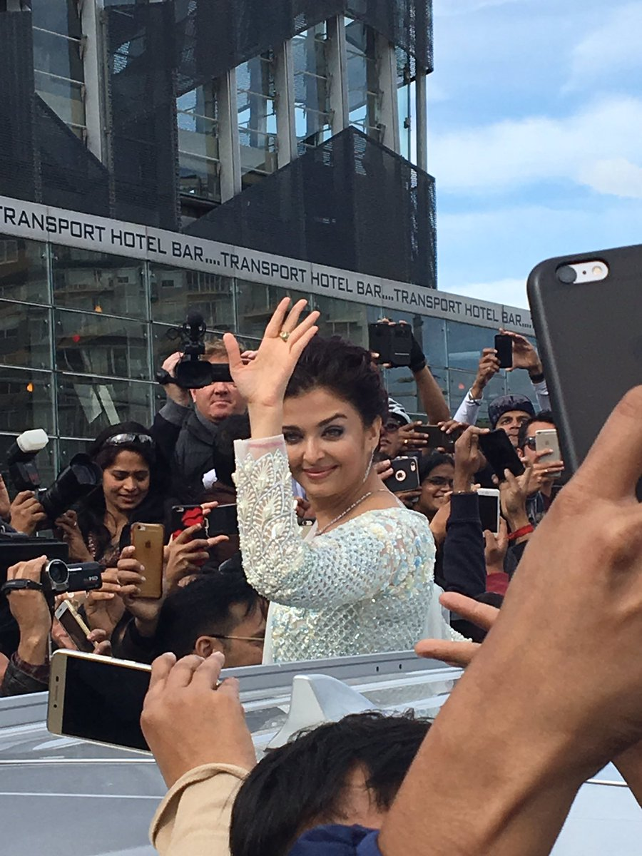 Aishwarya Rai Bachchan Exclusive Pics with Her Daughter Must See at IFFM 2017