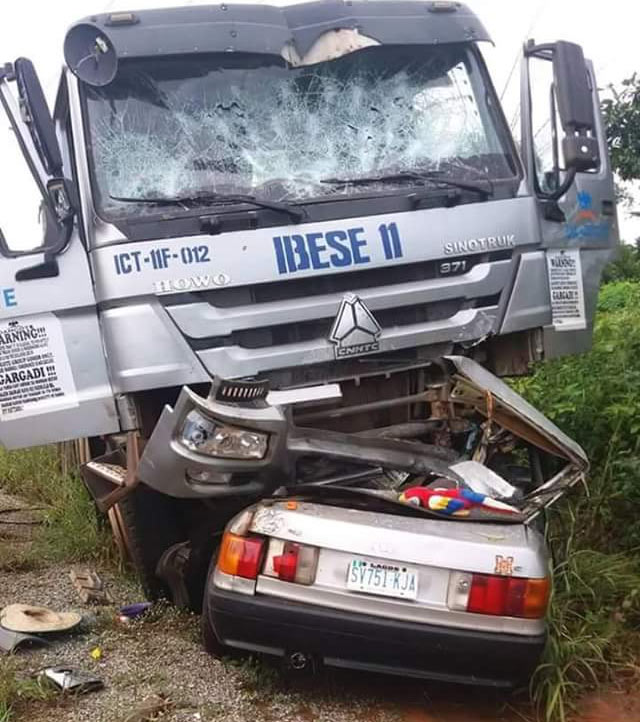 Graphic: 5 dead as Dangote truck rams into saloon car