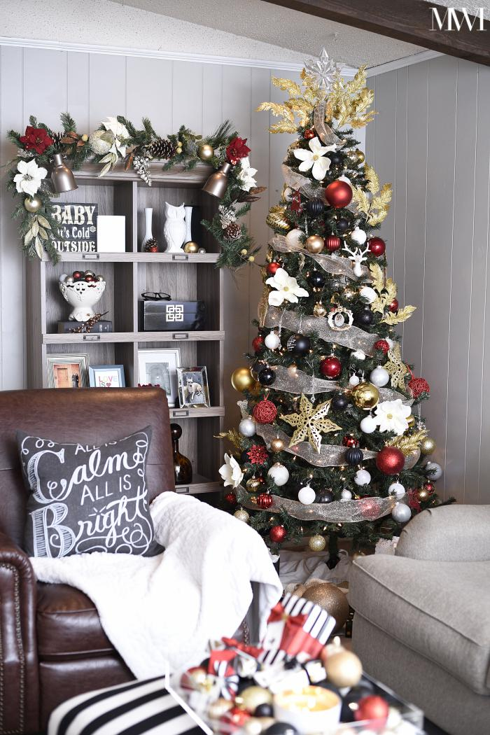 Living room and bookshelf Christmas decor with black, white and red. A festive space for the holidays! | #christmastree #xmastreedecorations #christmasdecorations #holidaydecor #holidaydecorations