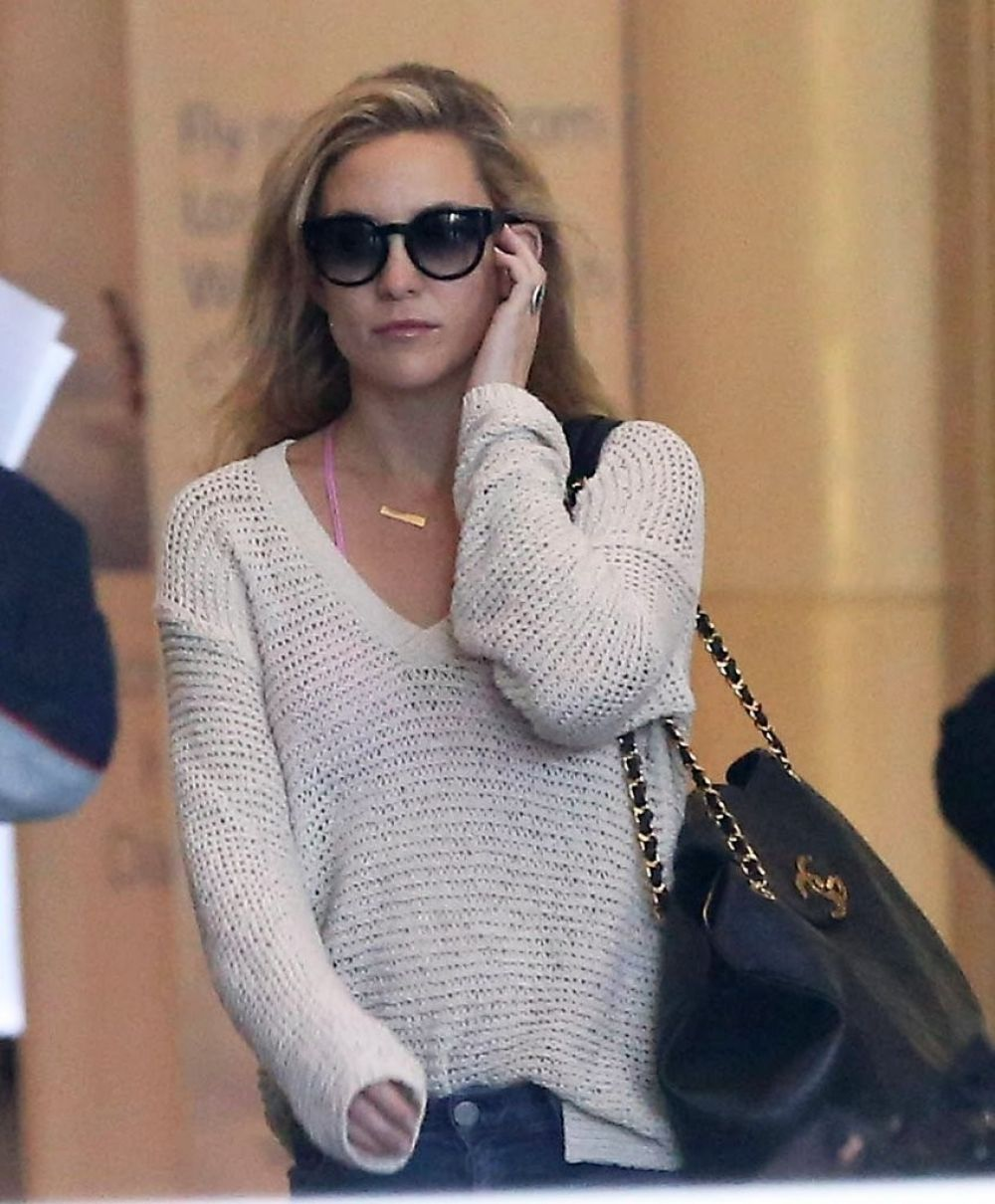 Photos of Kate Hudson Arrives at lax airport