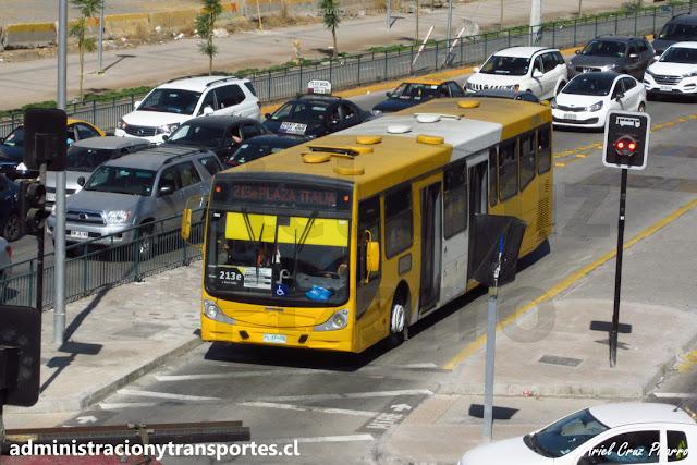 Bus Transantiago en recorrido 213e por Vicuña Mackenna