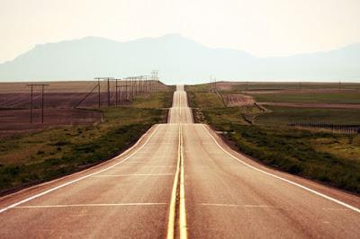 """Suy nghĩ về câu nói của nhà thơ Đan tê: """"Đường ta ta cứ đi, còn ai nói gì mặc kệ""""."""