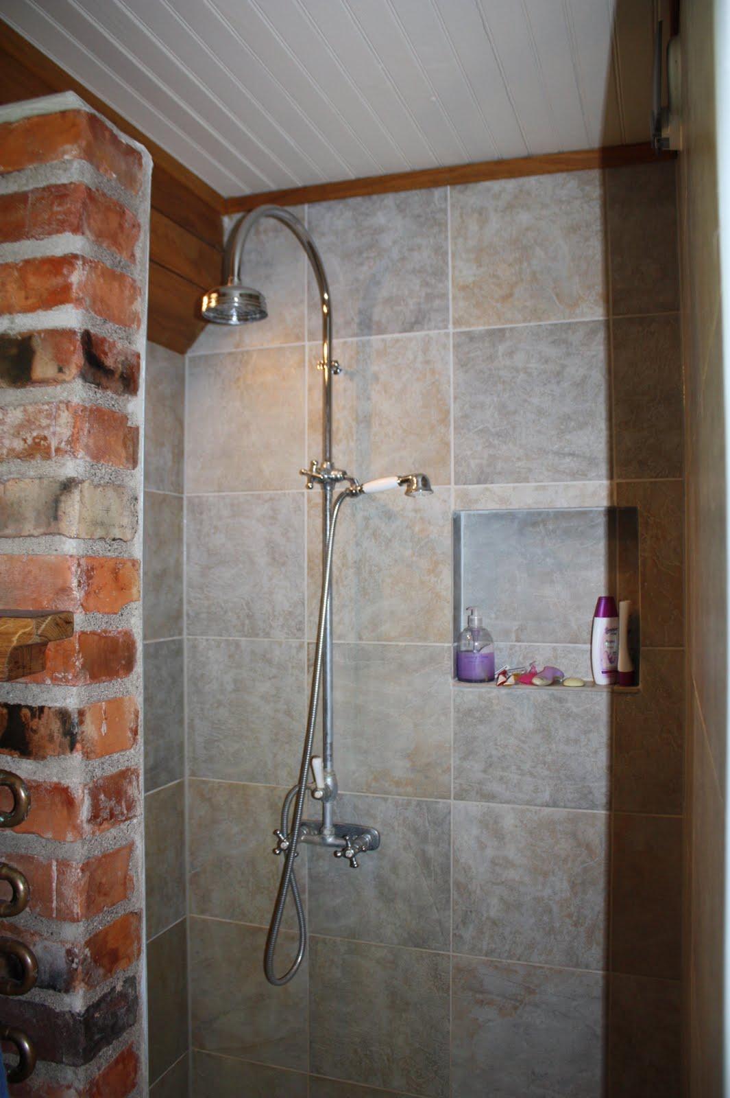 Här kommer mer bilder från badrummet vi fick titta på idag hemma hos en  kund. De har som sagt använt klinkerplattan Egypt från CC Höganäs på både  väggar och ... 353d0b04e14c6