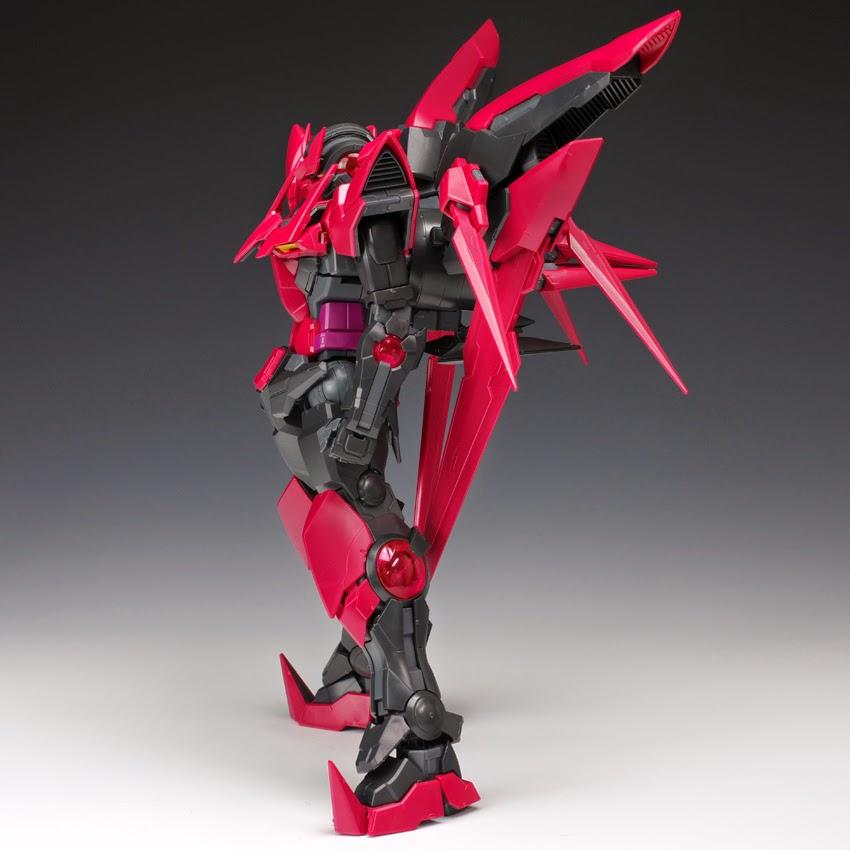 Gundam Family: MG 1/100 Gundam Exia Dark Matter Review