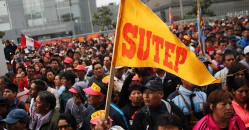 Gobernadores y PPK se reunirán en busca de solución a huelga de de docentes