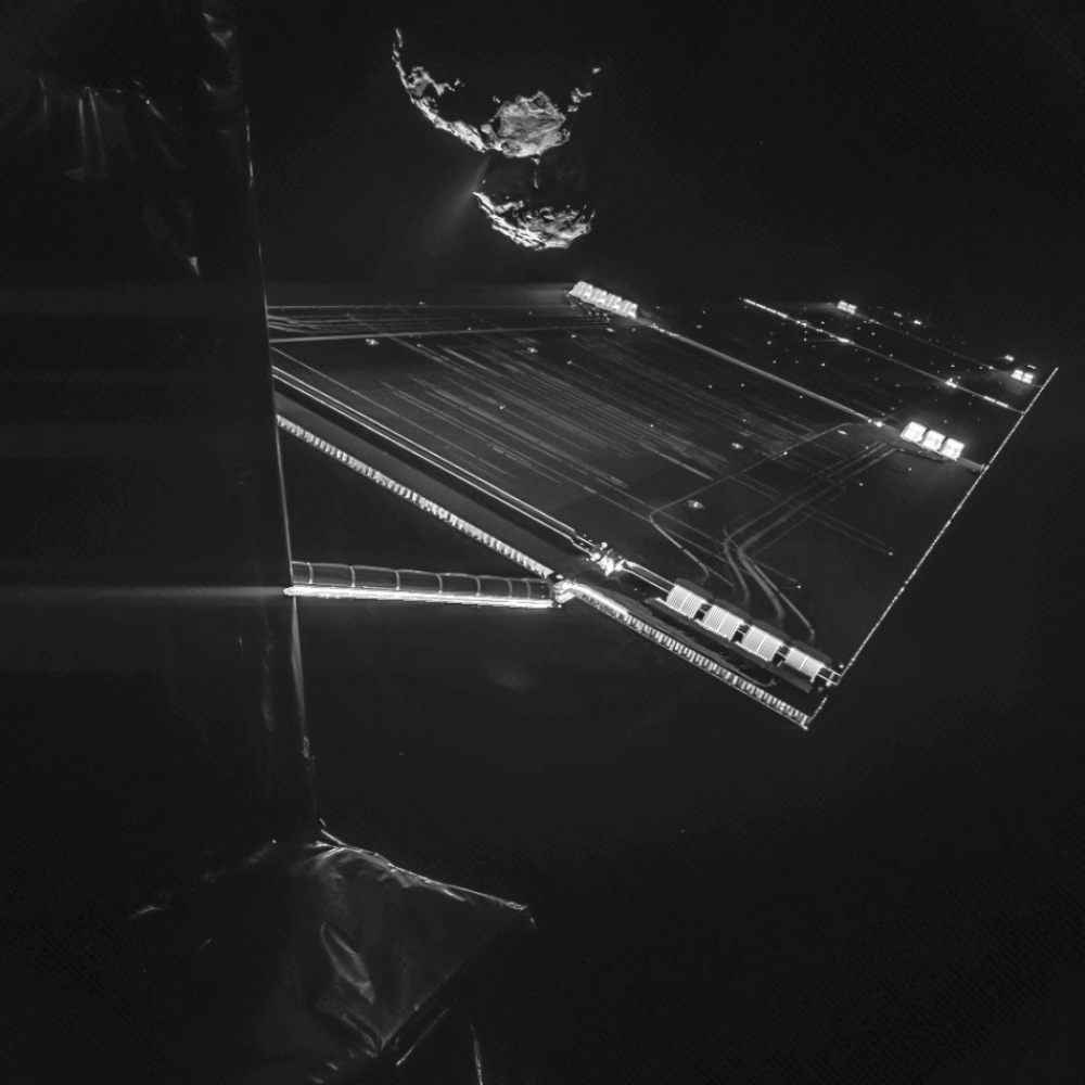 The 100 best photographs ever taken without photoshop - Selfie with comet, 290,000,000 miles from Earth (courtesy of the Rosetta probe)