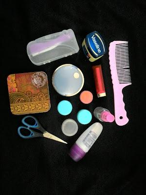 perlengkapan makeup selama umrah